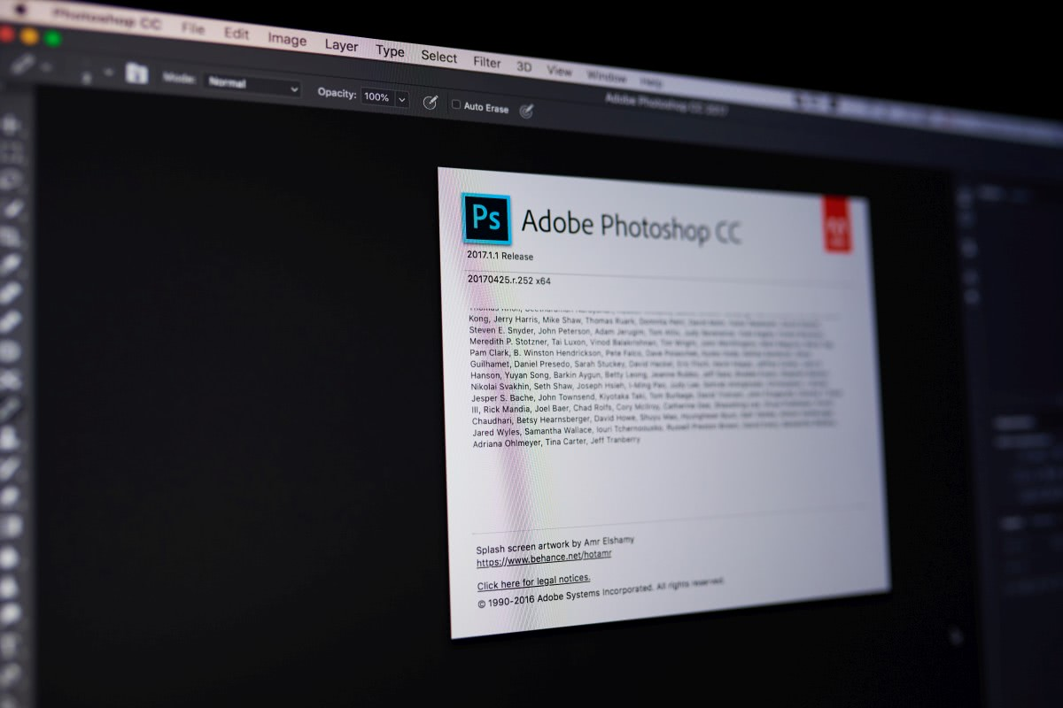 Adobe Photoshop na ekranie laptopa