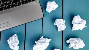 laptop i śmieci