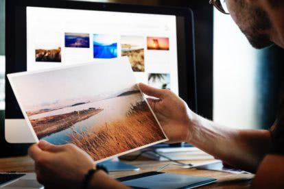 zdjęcie na tle monitora